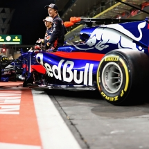 ABU DHABI, UNITED ARAB EMIRATES - NOVEMBER 23:  Pierre Gasly of France and Scuderia Toro Rosso and Brendon Hartley of New Zealand and Scuderia Toro Rosso at the Scuderia Toro Rosso team photo during previews for the Abu Dhabi Formula One Grand Prix at Yas Marina Circuit on November 23, 2017 in Abu Dhabi, United Arab Emirates.  (Photo by Mark Thompson/Getty Images) // Getty Images / Red Bull Content Pool  // P-20171123-01301 // Usage for editorial use only // Please go to www.redbullcontentpool.com for further information. //