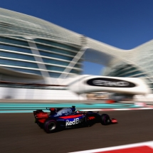 ABU DHABI, UNITED ARAB EMIRATES - NOVEMBER 24: Brendon Hartley of New Zealand driving the (28) Scuderia Toro Rosso STR12 on track during practice for the Abu Dhabi Formula One Grand Prix at Yas Marina Circuit on November 24, 2017 in Abu Dhabi, United Arab Emirates.  (Photo by Dan Istitene/Getty Images) // Getty Images / Red Bull Content Pool  // P-20171124-00425 // Usage for editorial use only // Please go to www.redbullcontentpool.com for further information. //