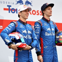 MONTMELO, SPAIN - FEBRUARY 26:  Brendon Hartley of New Zealand and Scuderia Toro Rosso and Pierre Gasly of France and Scuderia Toro Rosso unveil the Scuderia Toro Rosso STR13 Honda during day one of F1 Winter Testing at Circuit de Catalunya on February 26, 2018 in Montmelo, Spain.  (Photo by Mark Thompson/Getty Images) // Getty Images / Red Bull Content Pool  // AP-1UVT8P4MN1W11 // Usage for editorial use only // Please go to www.redbullcontentpool.com for further information. //