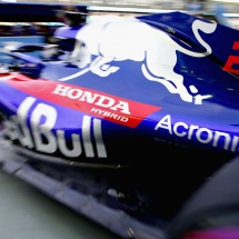 SINGAPORE - SEPTEMBER 14: Brendon Hartley of New Zealand driving the (28) Scuderia Toro Rosso STR13 Honda leaves the garage during practice for the Formula One Grand Prix of Singapore at Marina Bay Street Circuit on September 14, 2018 in Singapore.  (Photo by Peter Fox/Getty Images) // Getty Images / Red Bull Content Pool  // AP-1WW6F7JKH2111 // Usage for editorial use only // Please go to www.redbullcontentpool.com for further information. //