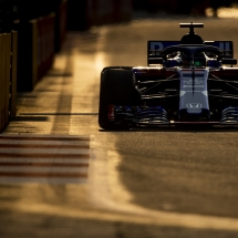SINGAPORE - SEPTEMBER 14: Brendon Hartley of New Zealand driving the (28) Scuderia Toro Rosso STR13 Honda on track during practice for the Formula One Grand Prix of Singapore at Marina Bay Street Circuit on September 14, 2018 in Singapore.  (Photo by Mark Thompson/Getty Images) // Getty Images / Red Bull Content Pool  // AP-1WW7PKPPH1W11 // Usage for editorial use only // Please go to www.redbullcontentpool.com for further information. //