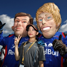 SUZUKA, JAPAN - OCTOBER 07:  Fans dressed as Pierre Gasly of France and Scuderia Toro Rosso and Brendon Hartley of New Zealand and Scuderia Toro Rosso pose for a photo before the Formula One Grand Prix of Japan at Suzuka Circuit on October 7, 2018 in Suzuka.  (Photo by Mark Thompson/Getty Images) // Getty Images / Red Bull Content Pool  // AP-1X4HGTDGW2111 // Usage for editorial use only // Please go to www.redbullcontentpool.com for further information. //