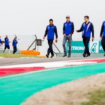 SHANGHAI, CHINA - APRIL 12:  Brendon Hartley of Scuderia Toro Rosso walks te track with his engineers and New Zealand during previews ahead of the Formula One Grand Prix of China at Shanghai International Circuit on April 12, 2018 in Shanghai, China.  (Photo by Peter Fox/Getty Images) // Getty Images / Red Bull Content Pool  // AP-1VB8RYT791W11 // Usage for editorial use only // Please go to www.redbullcontentpool.com for further information. //