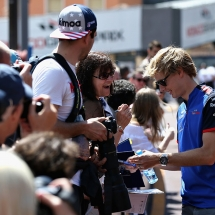 MONTE-CARLO, MONACO - MAY 23:  Brendon Hartley of New Zealand and Scuderia Toro Rosso signs autographs for fans in the Pitlane during previews ahead of the Monaco Formula One Grand Prix at Circuit de Monaco on May 23, 2018 in Monte-Carlo, Monaco.  (Photo by Charles Coates/Getty Images) // Getty Images / Red Bull Content Pool  // AP-1VRHCBHRN1W11 // Usage for editorial use only // Please go to www.redbullcontentpool.com for further information. //